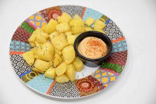 Patatas bravas con nuestra gastrosalsa mahonesiana