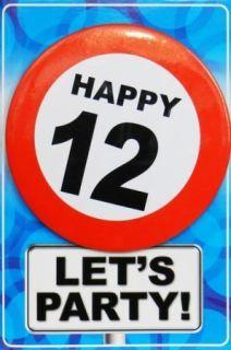 Tarjeta de cumpleaños con chapa happy 12
