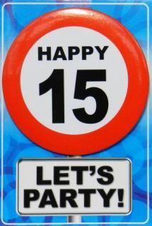 Tarjeta de cumpleaños con chapa happy 15