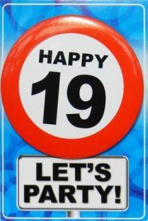 Tarjeta de cumpleaños con chapa happy 19