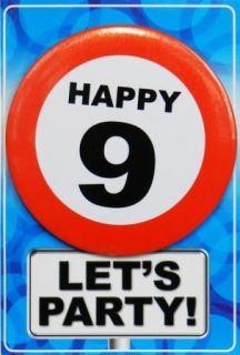 Tarjeta de cumpleaños con chapa happy 9