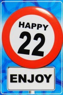 Tarjeta de cumpleaños con chapa happy 22