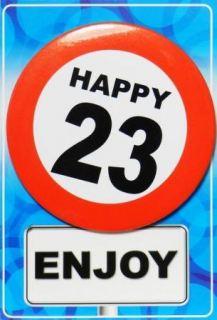 Tarjeta de cumpleaños con chapa happy 23