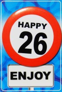 Tarjeta de cumpleaños con chapa happy 26