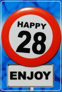 Tarjeta de cumpleaños con chapa happy 28