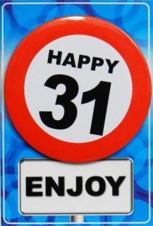 Tarjeta de cumpleaños con chapa happy 31