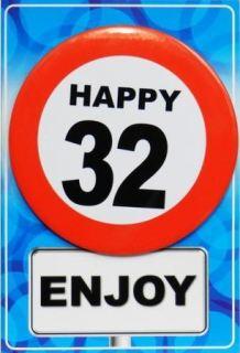 Tarjeta de cumpleaños con chapa happy 32