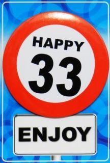 Tarjeta de cumpleaños con chapa happy 33