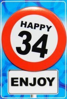 Tarjeta de cumpleaños con chapa happy 34