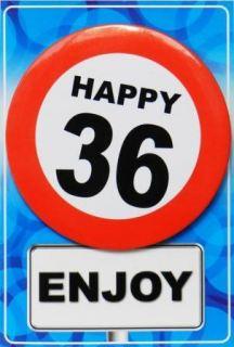 Tarjeta de cumpleaños con chapa happy 36