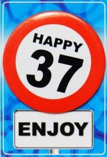 Tarjeta de cumpleaños con chapa happy 37