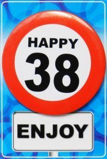 Tarjeta de cumpleaños con chapa happy 38