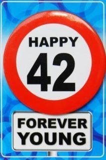Tarjeta de cumpleaños con chapa happy 42