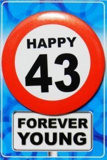 Tarjeta de cumpleaños con chapa happy 43
