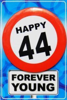 Tarjeta de cumpleaños con chapa happy 44