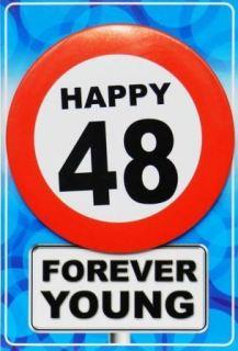 Tarjeta de cumpleaños con chapa happy 48