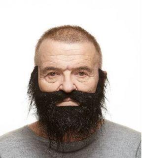 Barba con bigote negro