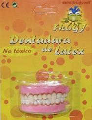 Dentadura con colmillos