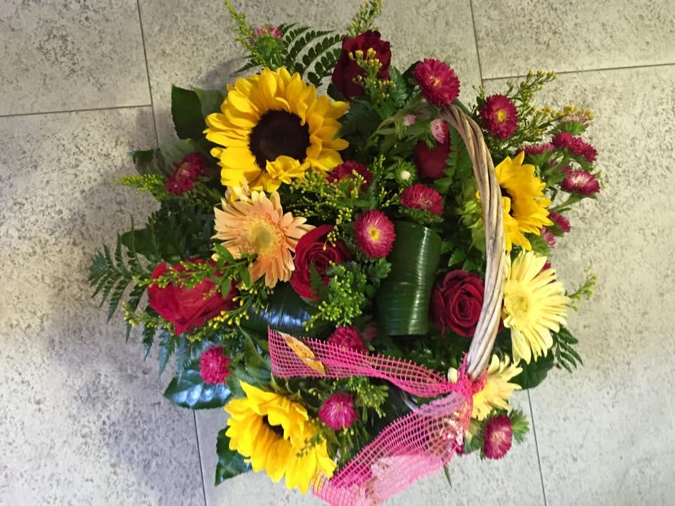 FRESH FLOWERS, ARRANGEMENTS, GIFTS, DECORATIVE ITEMS,