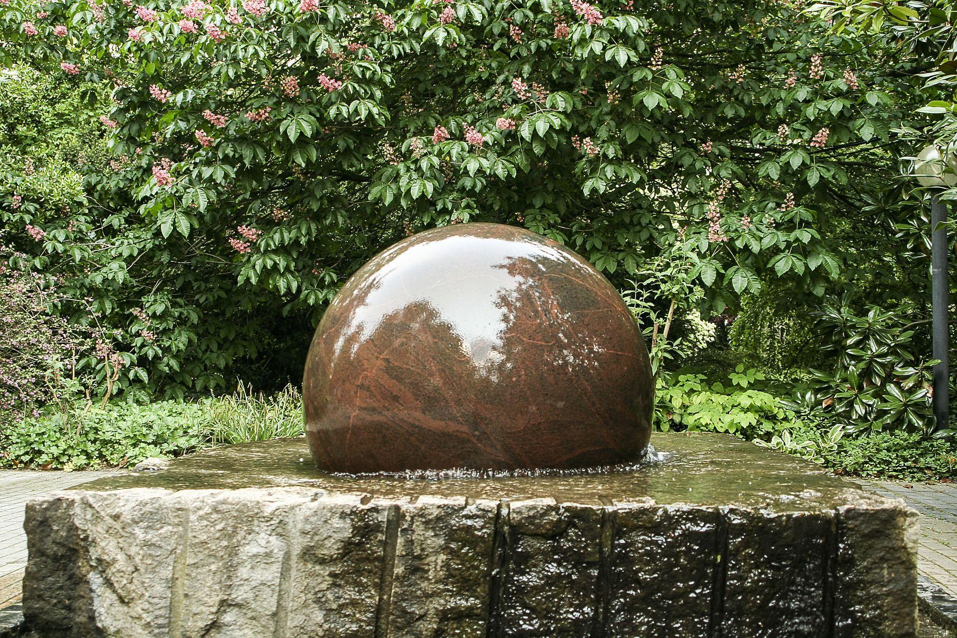 Foto ¿Qué fuente de piedra elegir para nuestro jardín?