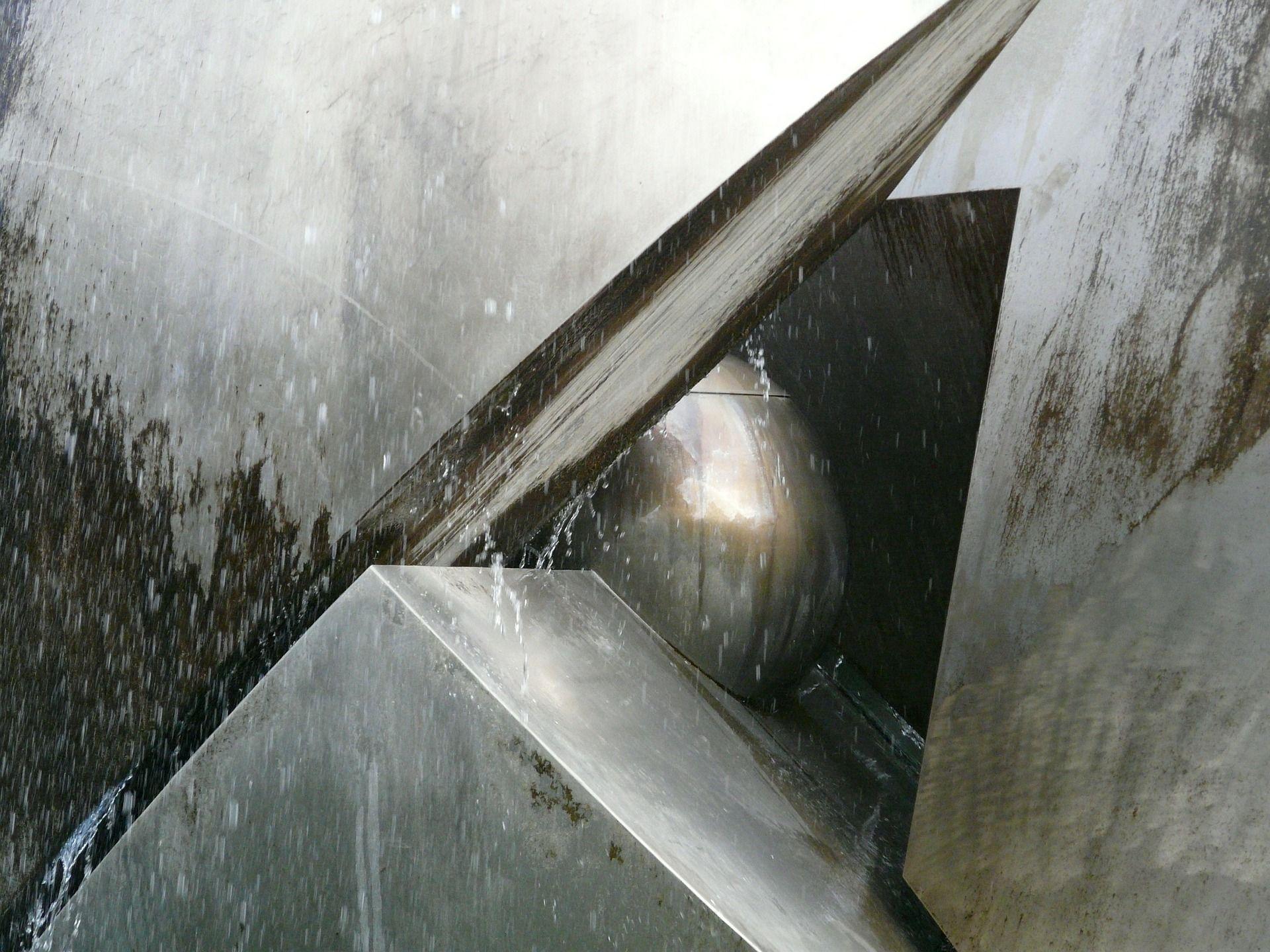 Decoración de exteriores: la fuente de agua moderna