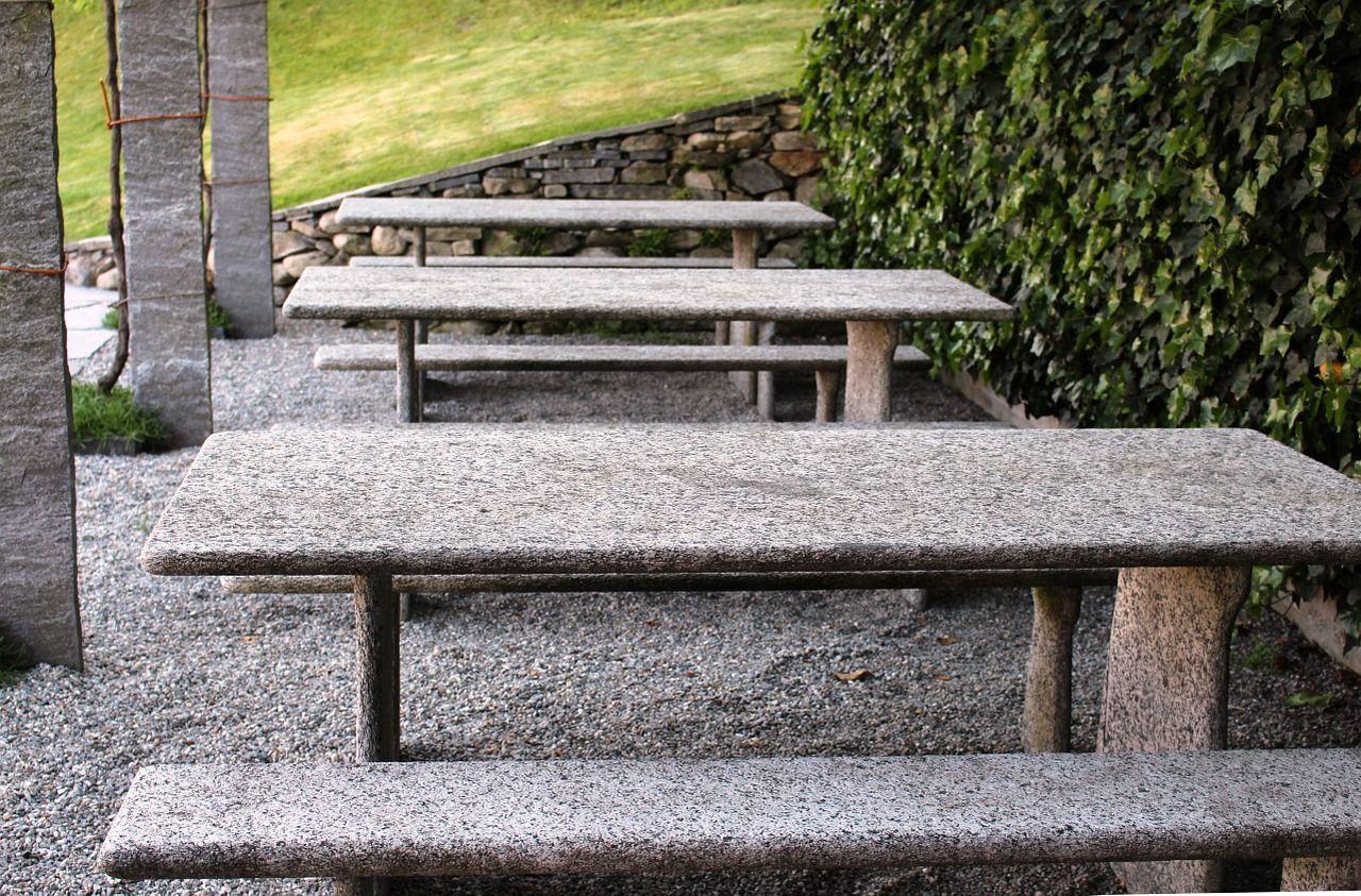 Foto Mesa de piedra | Las claves a la hora de elegir muebles de exterior (parte 2)
