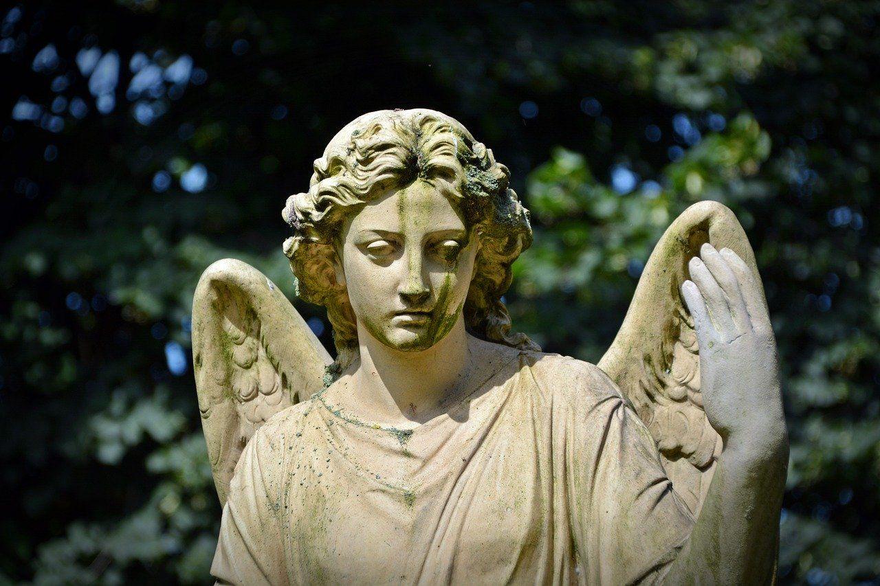 Una estatua de jardín le dará el toque majestuoso que necesita