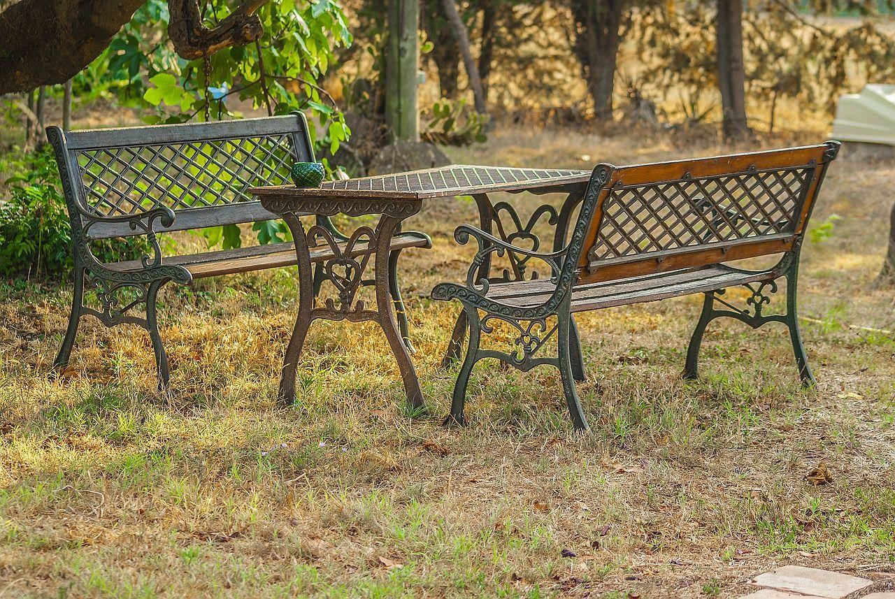Bancos y mesas de jardín, el todo en uno
