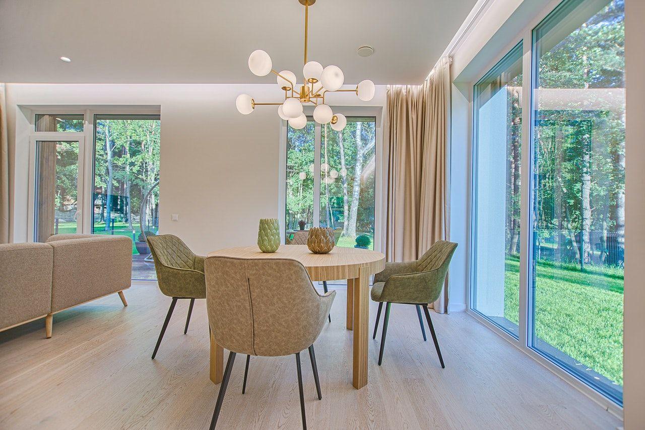 Claves para iluminar de manera adecuada tu salón